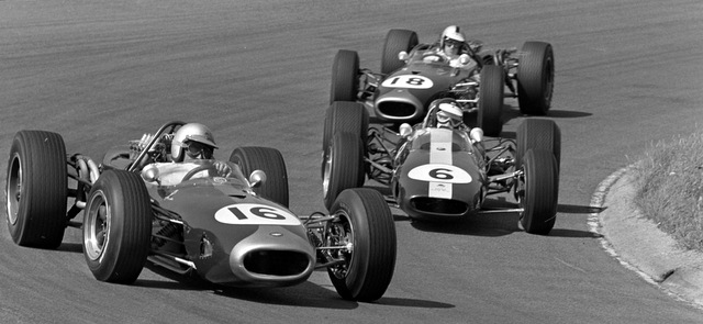 brabham_clark_and_hulme_at_1966_dutch_grand_prix_2.jpg