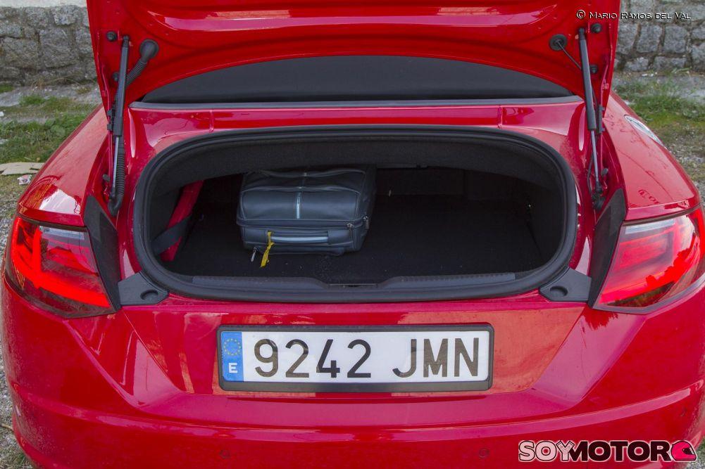 audi-tt-roadster-20-tfsi-quatttro-prueba-soymotor-maletero.jpg