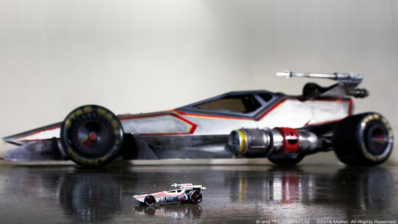 hot-wheels-x-wing-carship_1.jpg