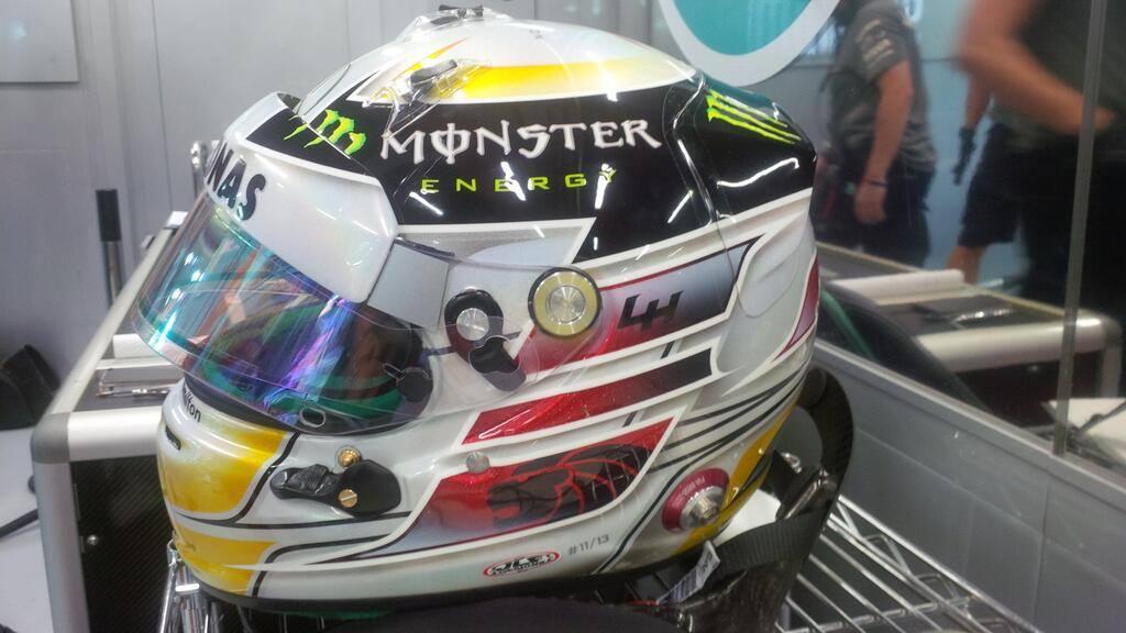 Casco de Lewis Hamilton para el GP de Singapur