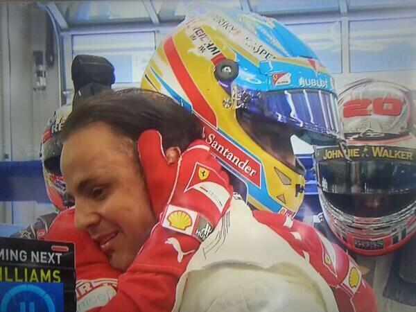 Fernando Alonso felicita y abraza a Felipe Massa en Austria
