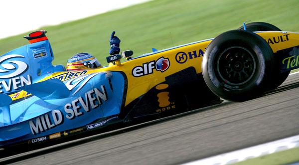 Fernando Alonso gana por primera vez con los motores V8 en Baréin 2006