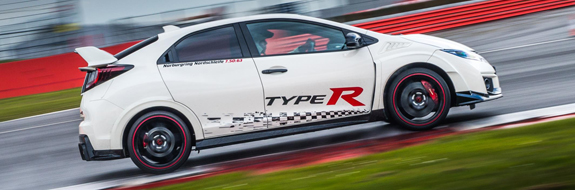 74012_honda_civic_type_r_sets_new_benchmark_time_at_silverstone_with_honda_btcc.jpg