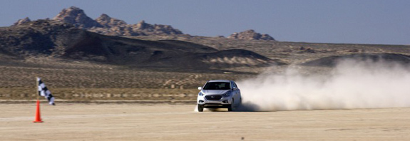 hyundai-motors-tucson-fuel-cell-sets-land-speed-record-in-the-ca.-700x394.jpg