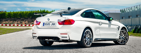 p90218622_highres_bmw-m4-competition-s.jpg