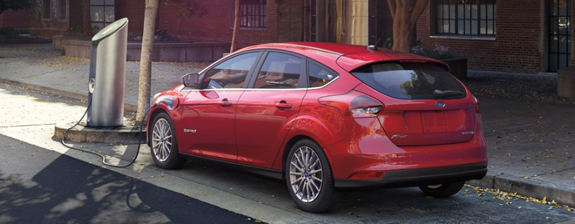 the-2016-ford-focus-electric-vehicle-at-a-charging-point-image-courtesy-of-ford-e1462174378451.jpg