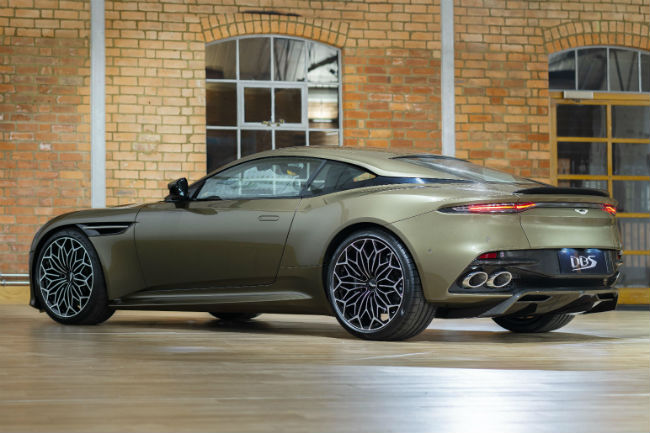aston_martin_dbs_superleggera_2.jpg