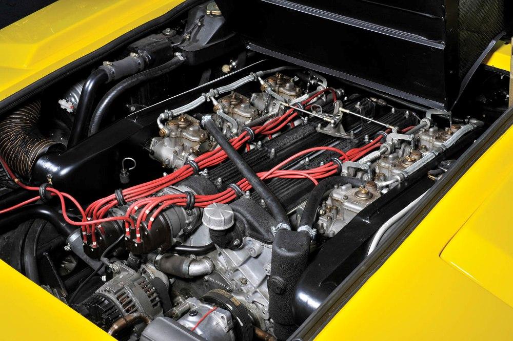 lamborghini-countach-lp400-motor.jpg