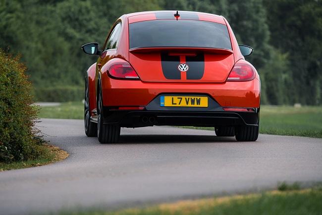 volkswagen-beetle-r-line-3_-_soymotor.jpg