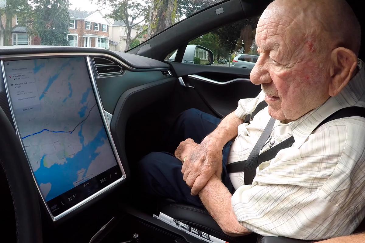 abuelo-97-anos-tesla-3-soymotor_0.jpg