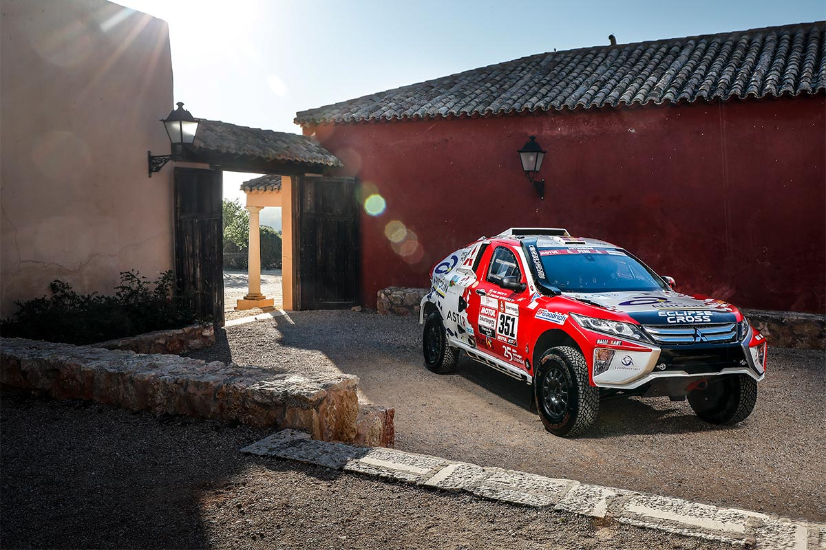 dakar-rally-mitsubishi-cristina-3-2019-soymotor.jpg