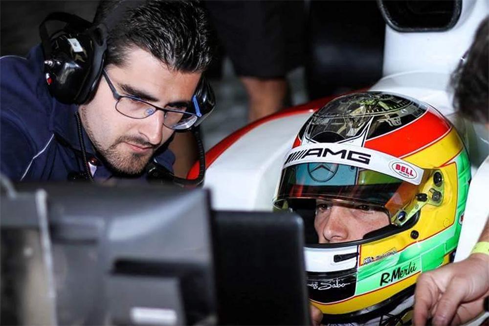 Miguel Clara junto a Roberto Merhi
