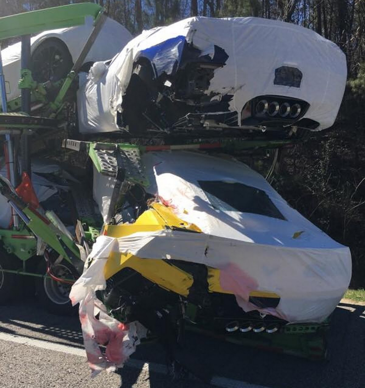 accidente-camion-corvette-c7-2.jpg