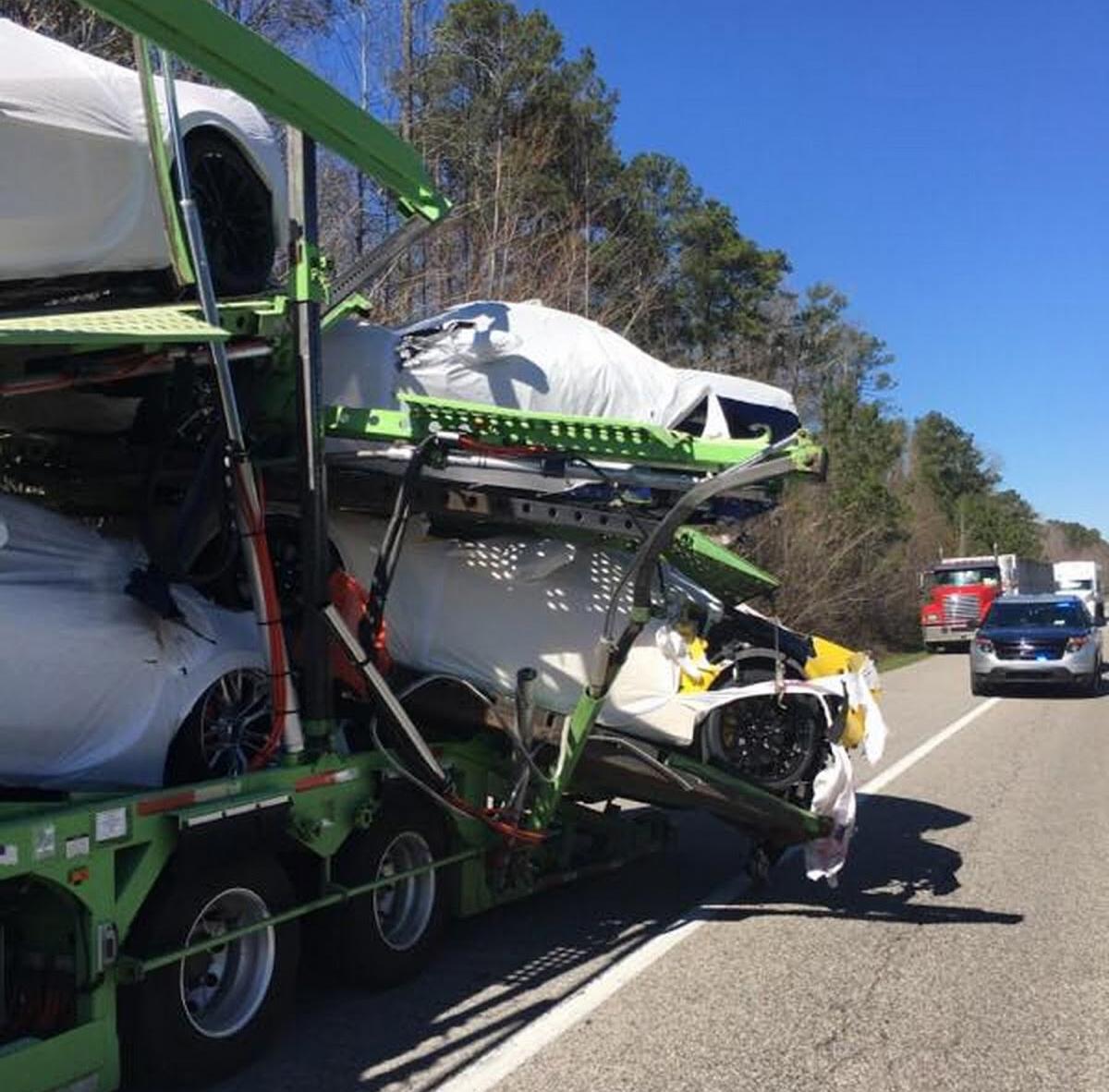 accidente-camion-corvette-c7.jpg