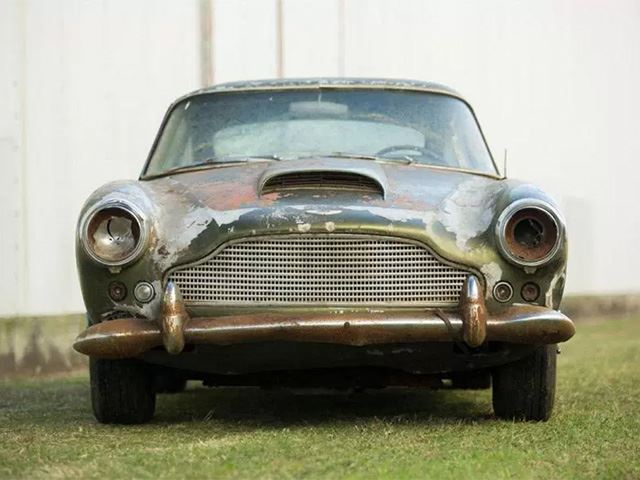 aston_martin_db4_frontal.jpg