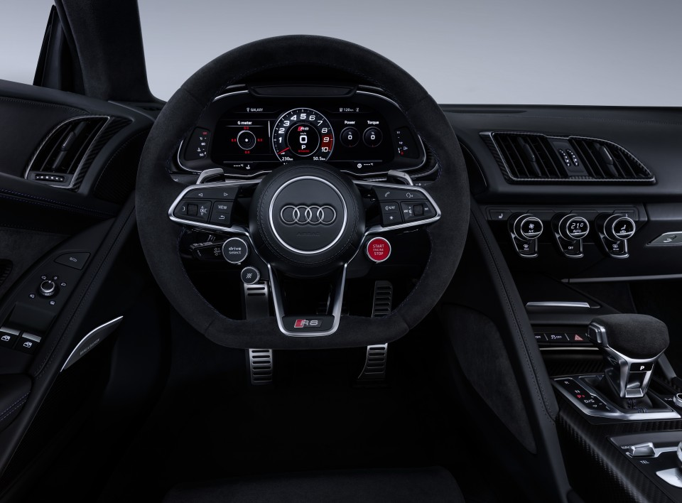 audi_r8_v10_performance_interior.jpg