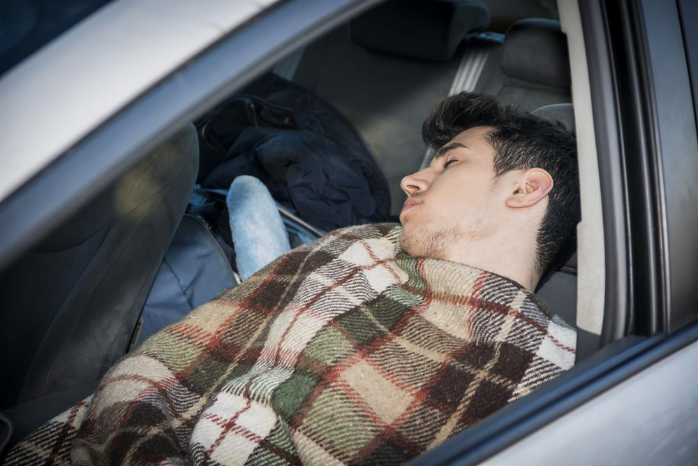 duerme_en_su_coche.jpg