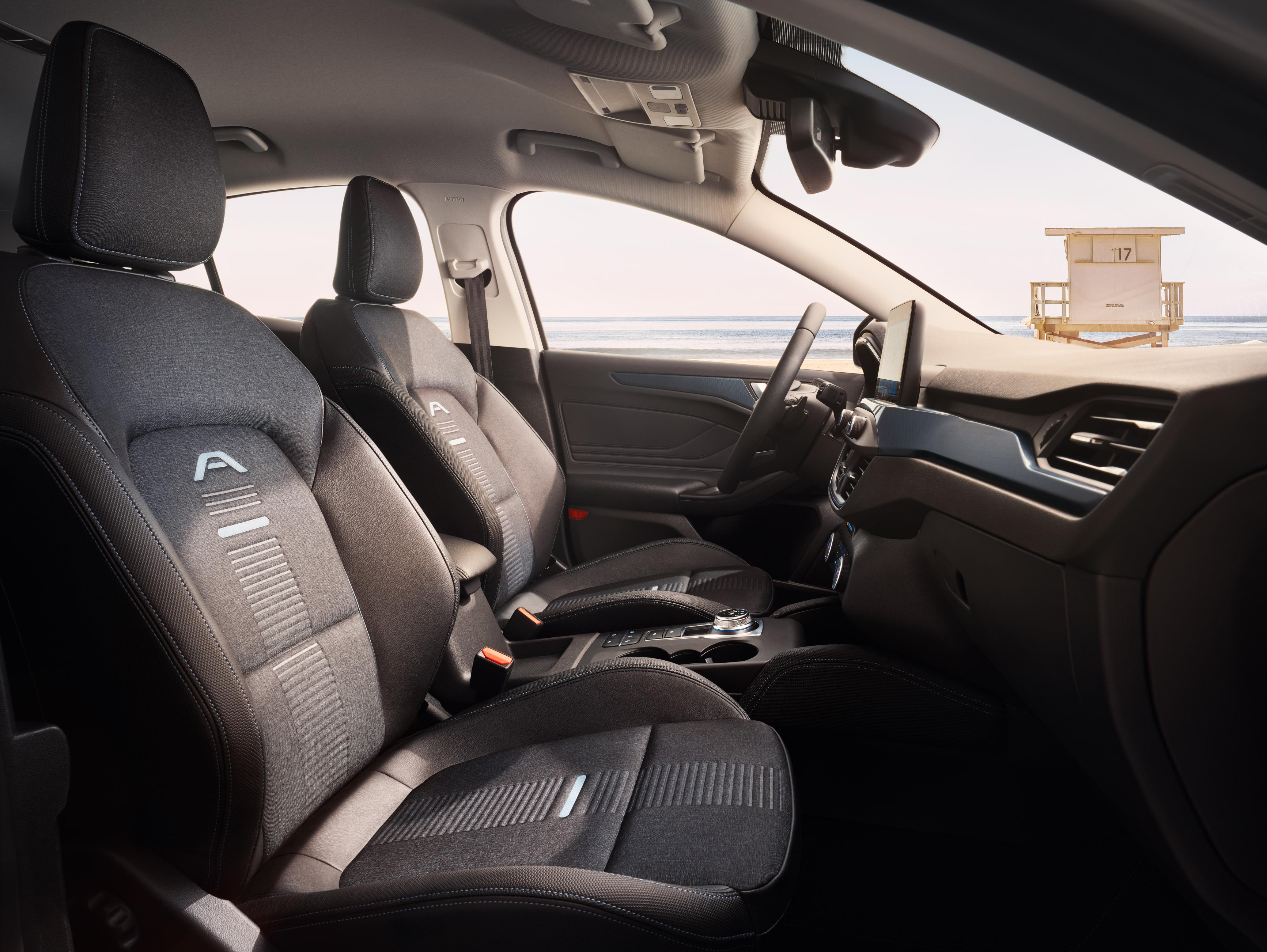 ford_2018_focus_active_12.jpg