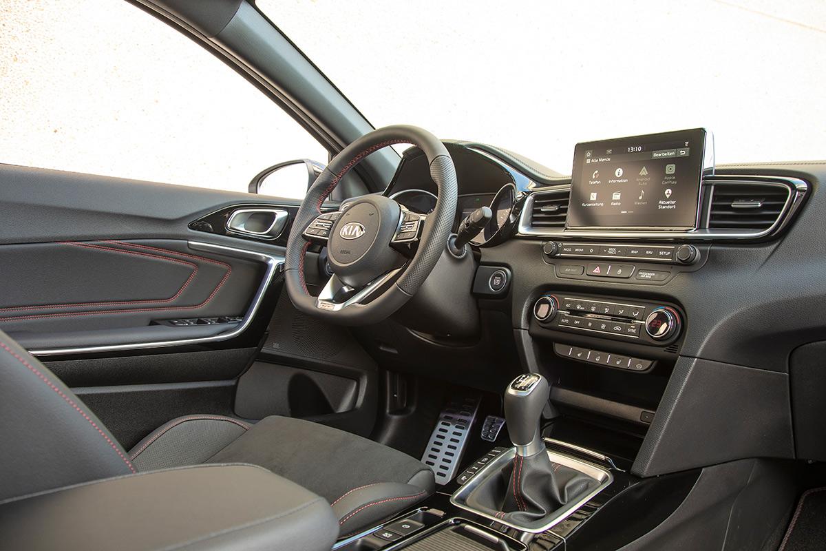 kia-ceed-gt-2019-interior.jpg