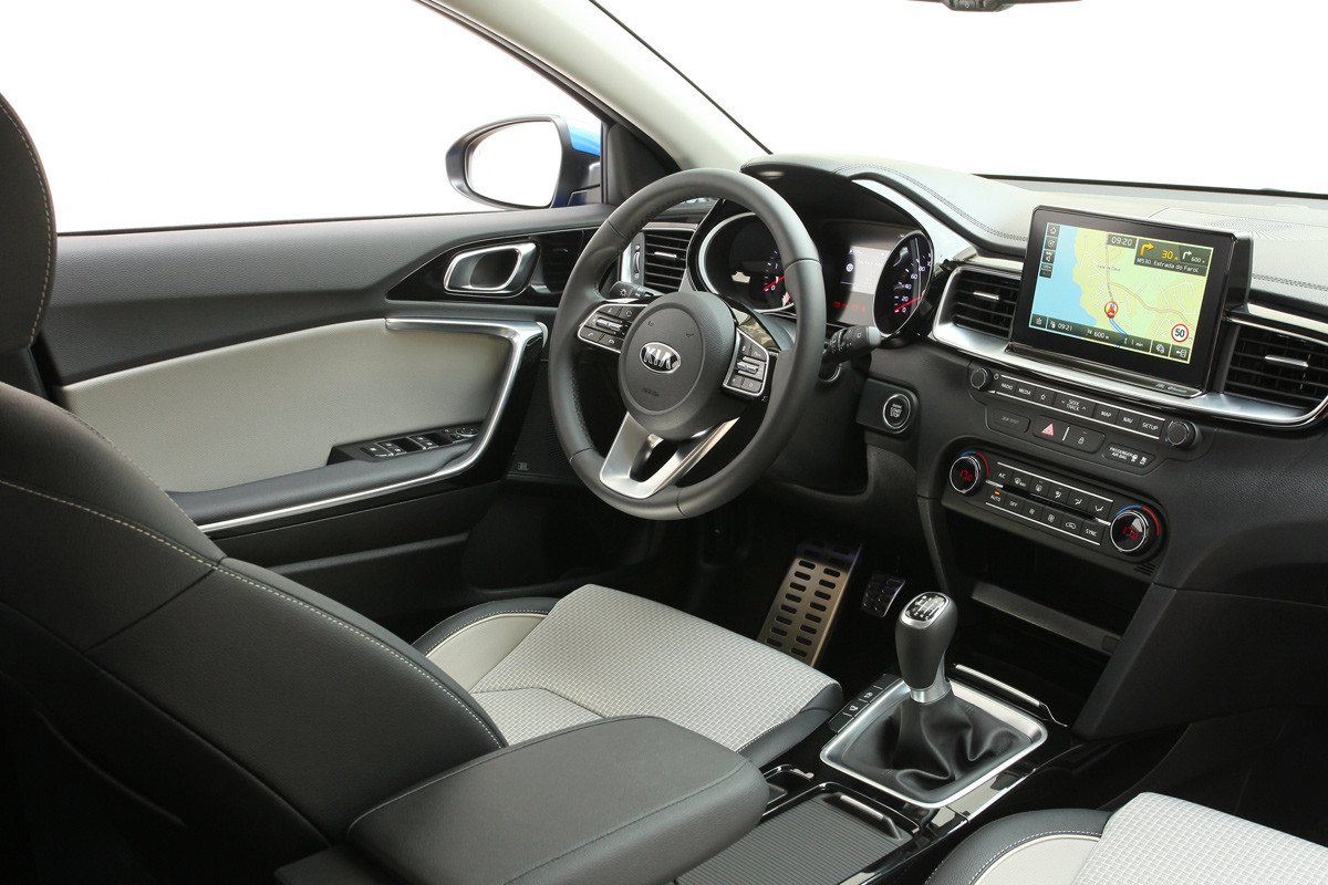 kia-ceed-interior.jpg