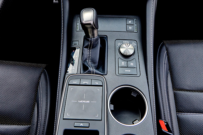 lexus-rc-300h-touch-pad.jpg