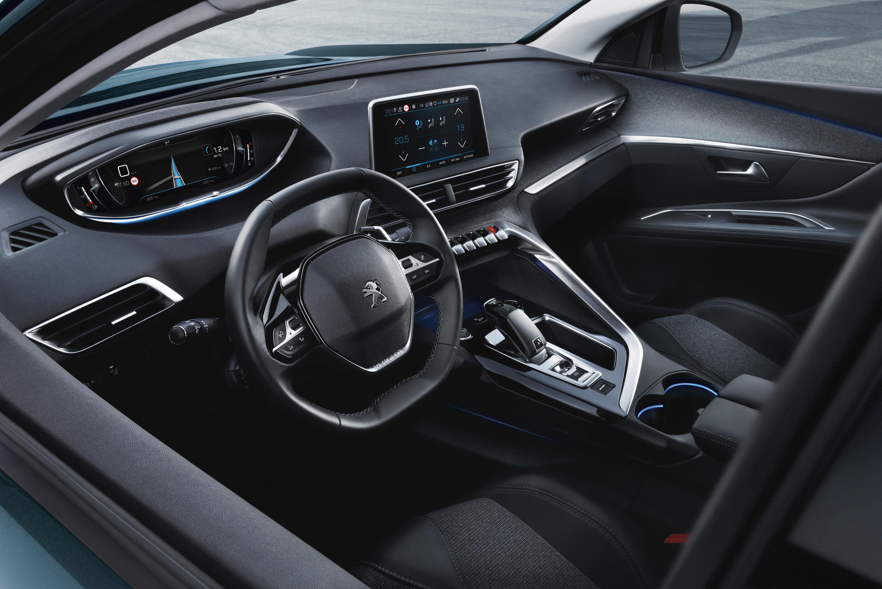 peugeot_5008_2017_interior.jpg