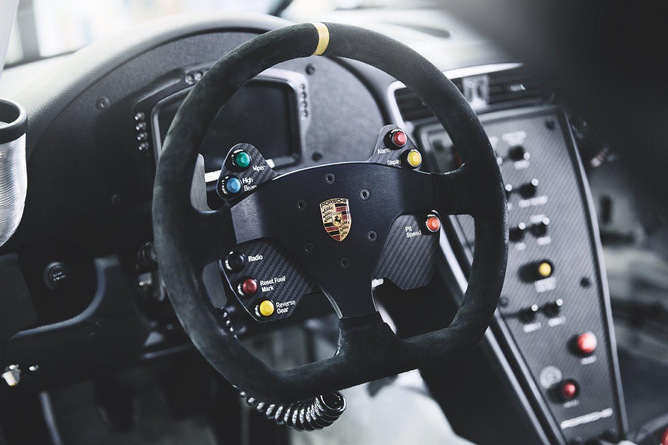 porsche-911-gt3-cup-2017_interior.jpg