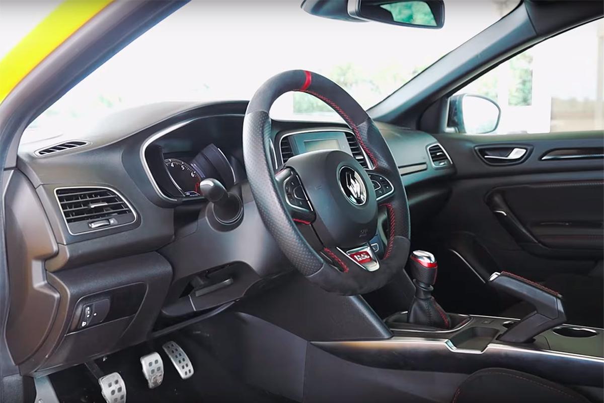 renault-megane-rs-interior.jpg