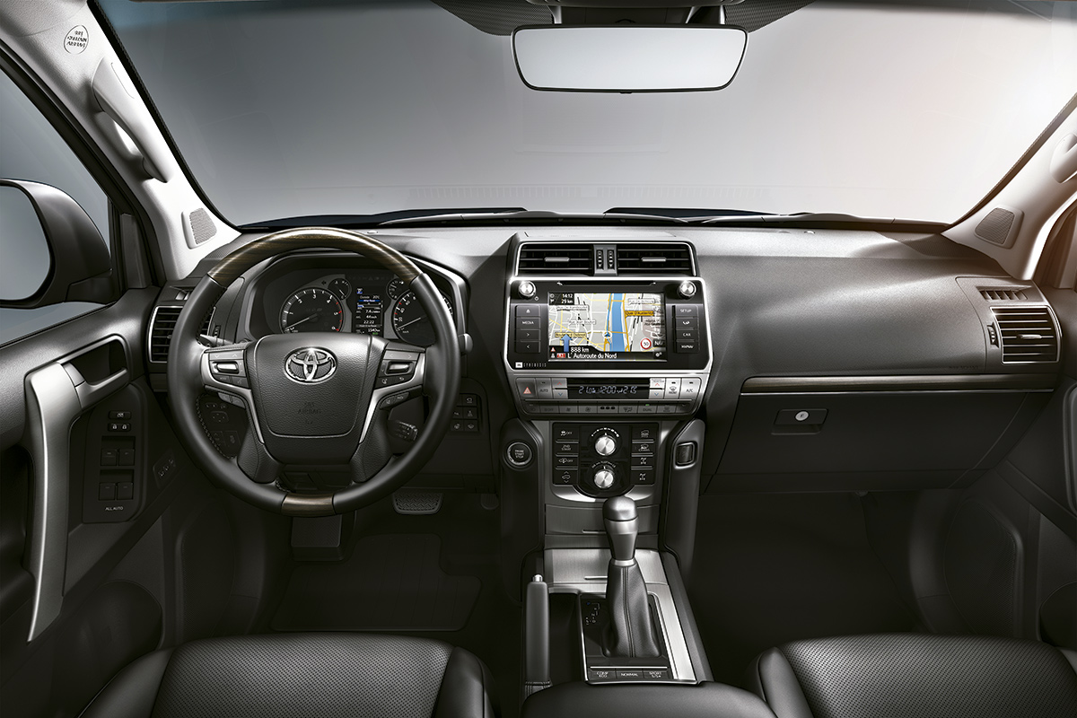 toyota-land-cruiser-2018-interior.jpg