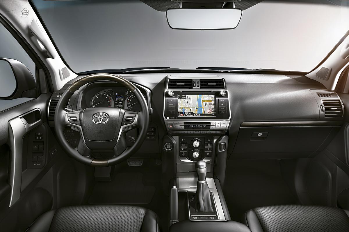 toyota-land-cruiser-2018-interior.jpg