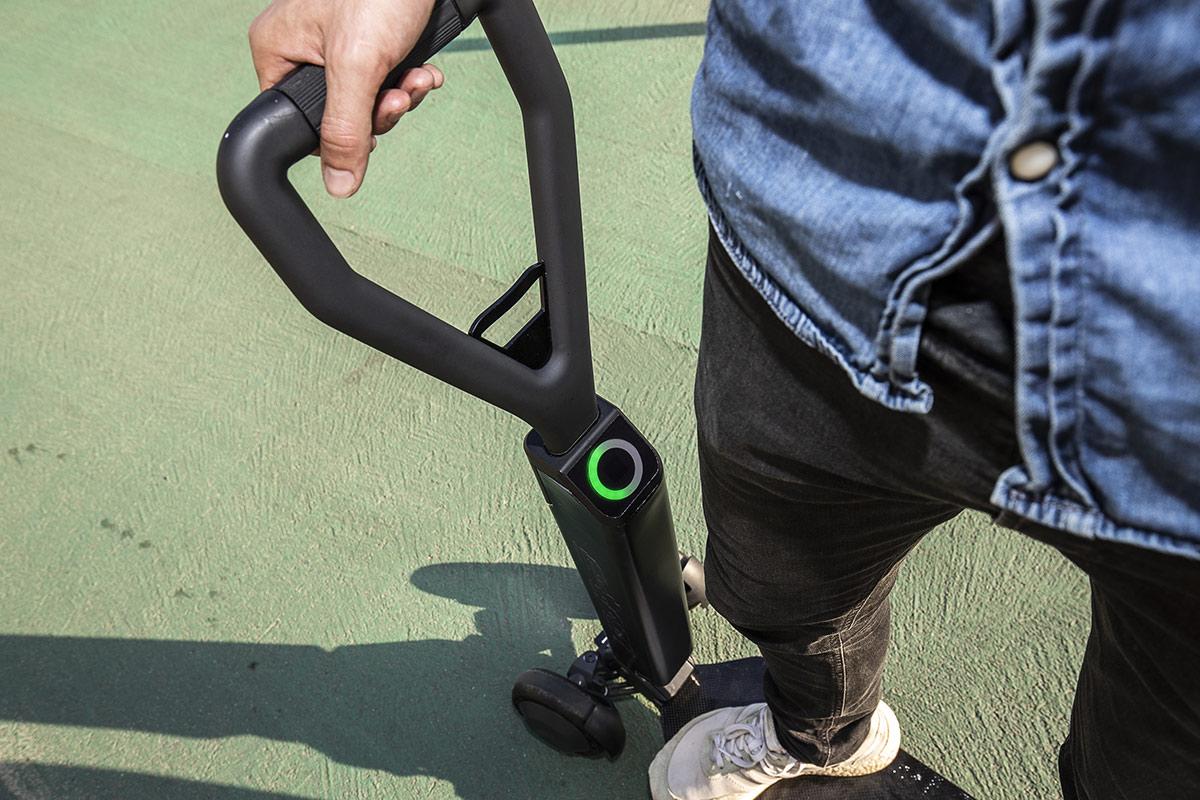 audi-e-tron-scooter-manillar.jpg