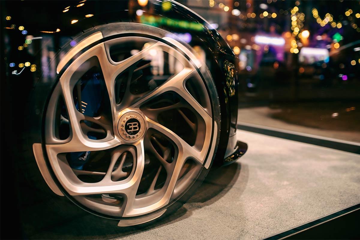 bugatti-la-voiture-noire-navidad-3-soymotor.jpg