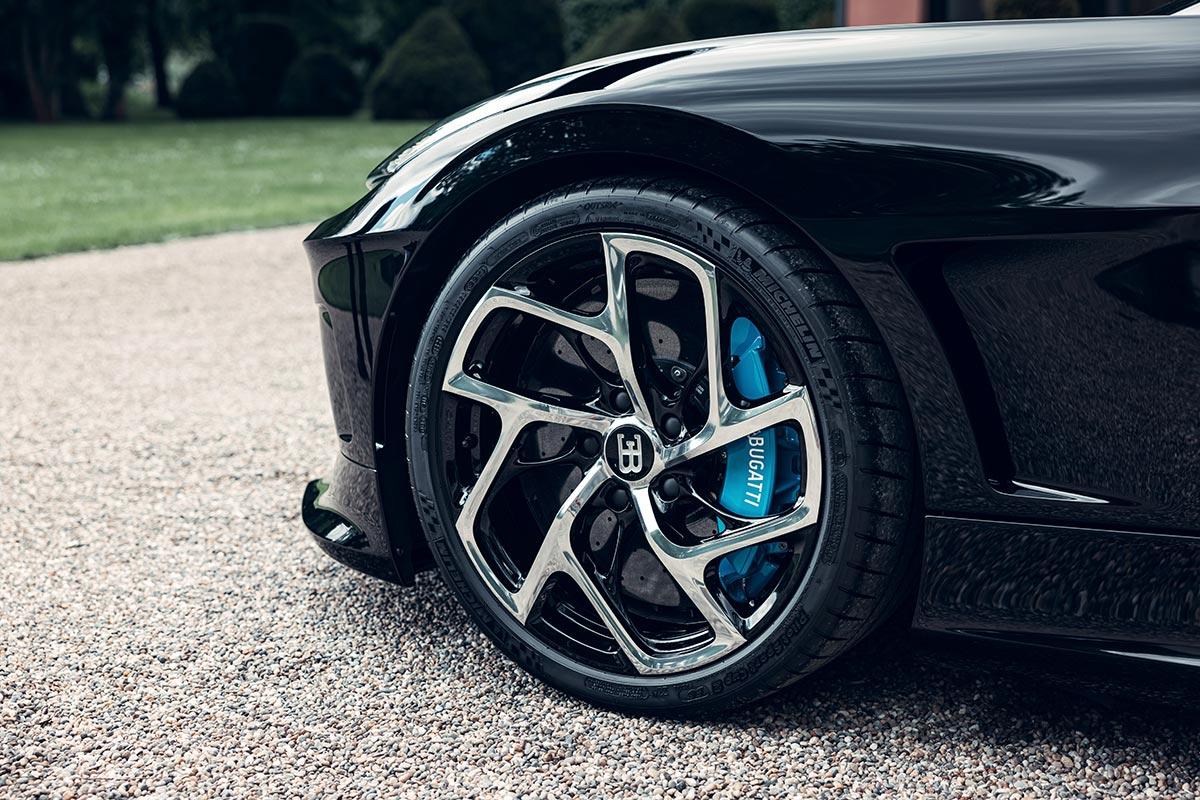 bugatti-la-voiture-noire-presentacion-detalle-2-soymotor.jpg