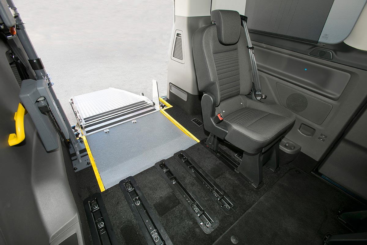 ford-custom-eurotaxi-1-soymotor.jpg