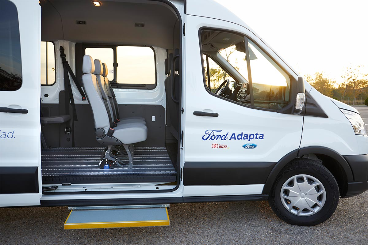 ford-transit-bus-mobileasy-3-soymotor.jpg