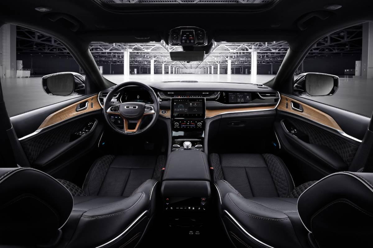 jeep-grand-cherokee-2022-interior-2-soymotor.jpg