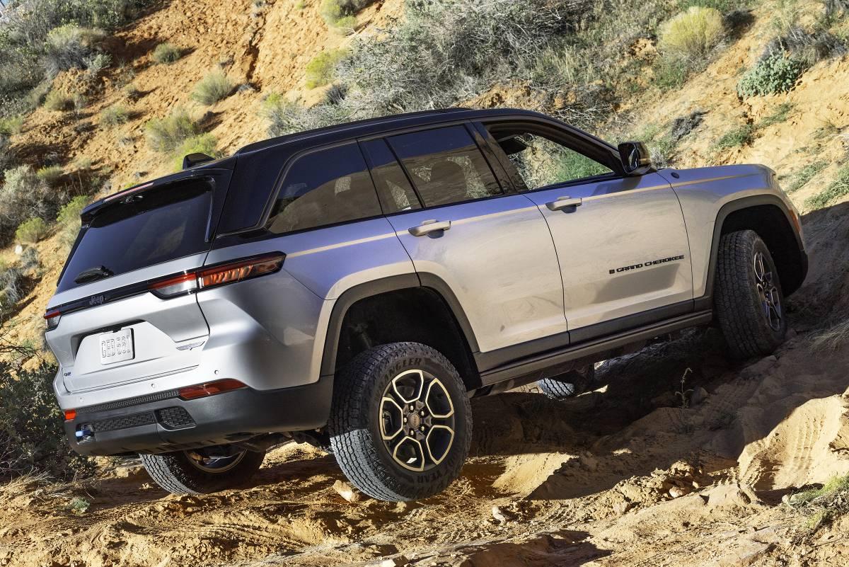 jeep-grand-cherokee-2022-zaga-4-soymotor.jpg