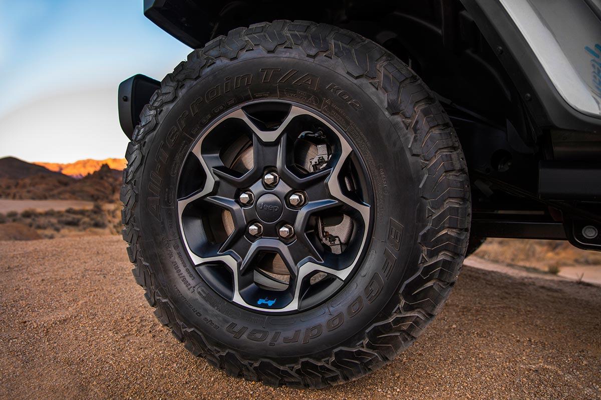 jeep-wrangler-4xe-rueda-soymotor.jpg