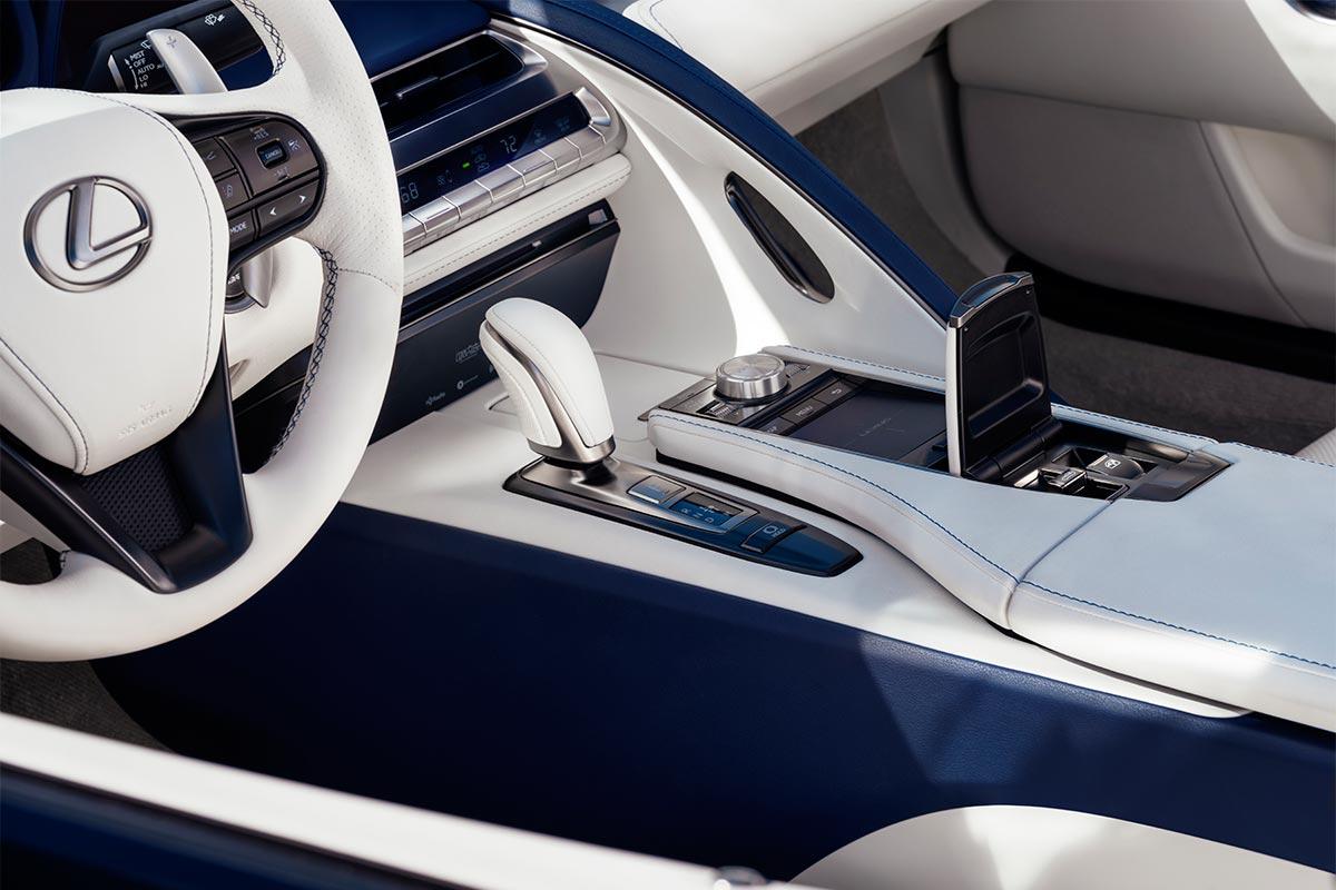lexus-lc-500-cabrio-mando-soymotor.jpg