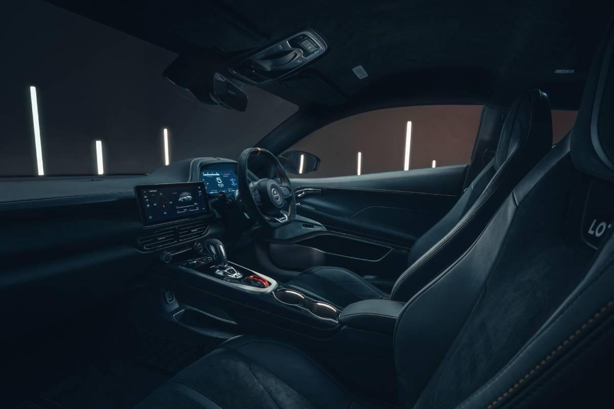 lotus-emira-interior-3-soymotor.jpg