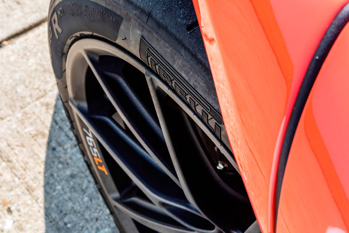 mclaren-765lt-pirelli-trofeo-r-def-detalle-1-soymotor.jpg
