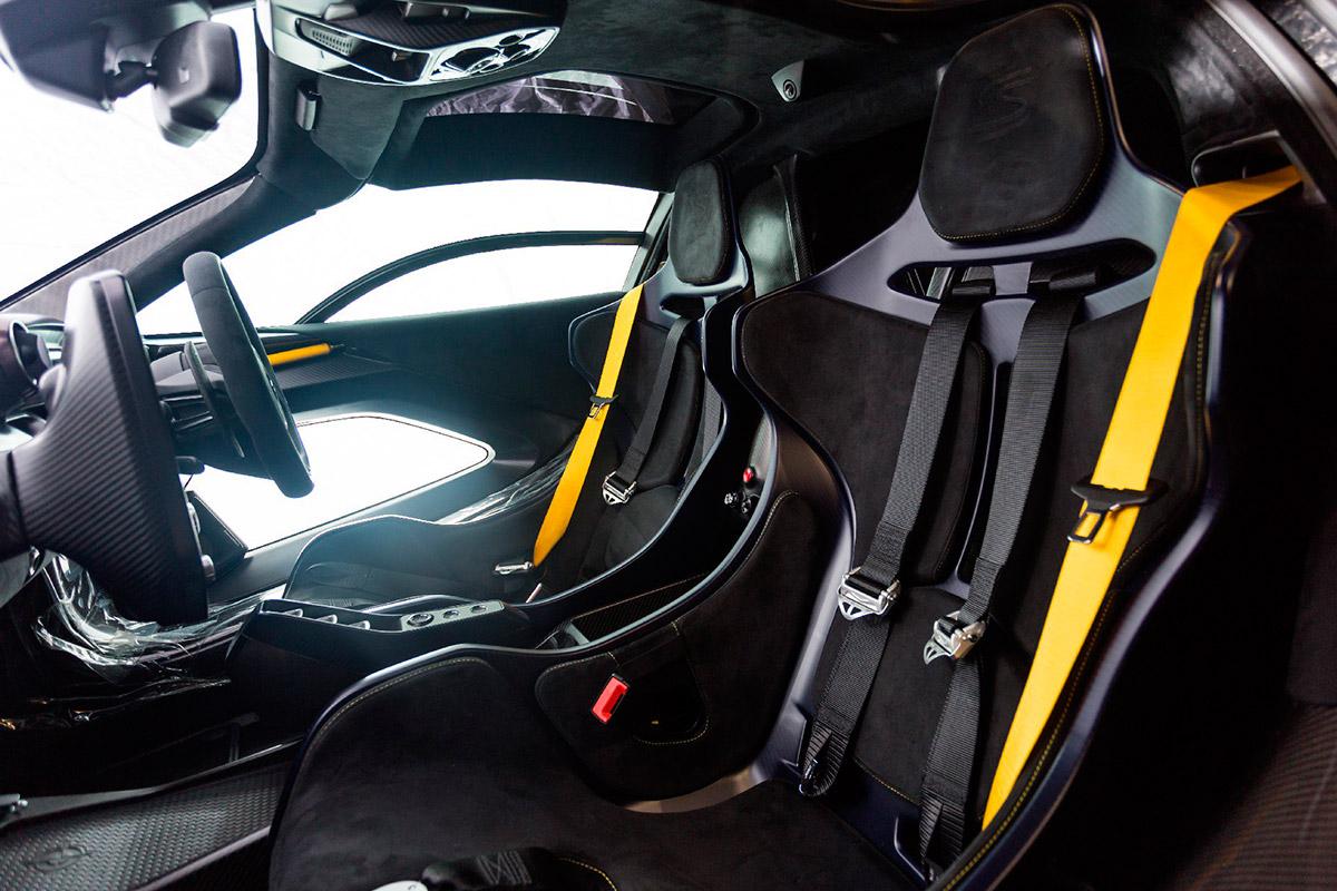 mclaren-senna-gloss-carbon-interior.jpg