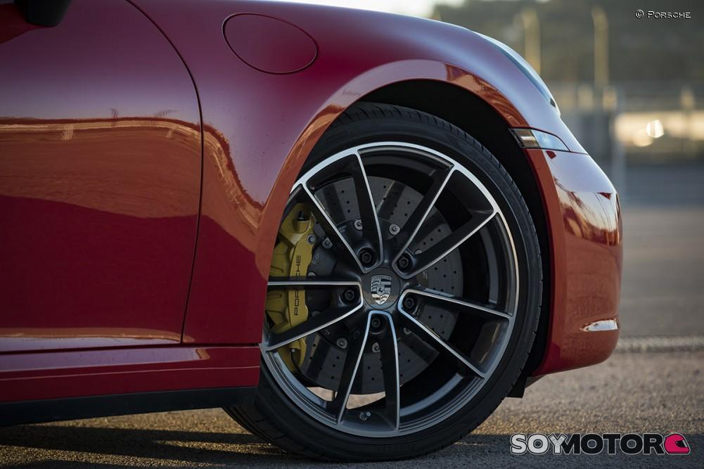porsche-911-992-carrera-4s-soymotor-19.jpg