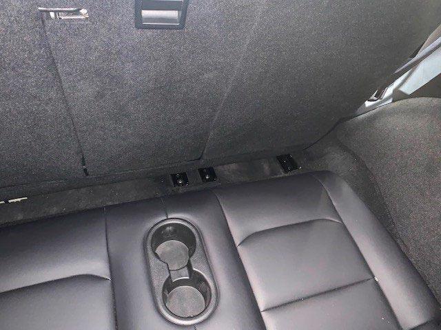 tesla-model-y-asientos-traseros-soymotor.jpg