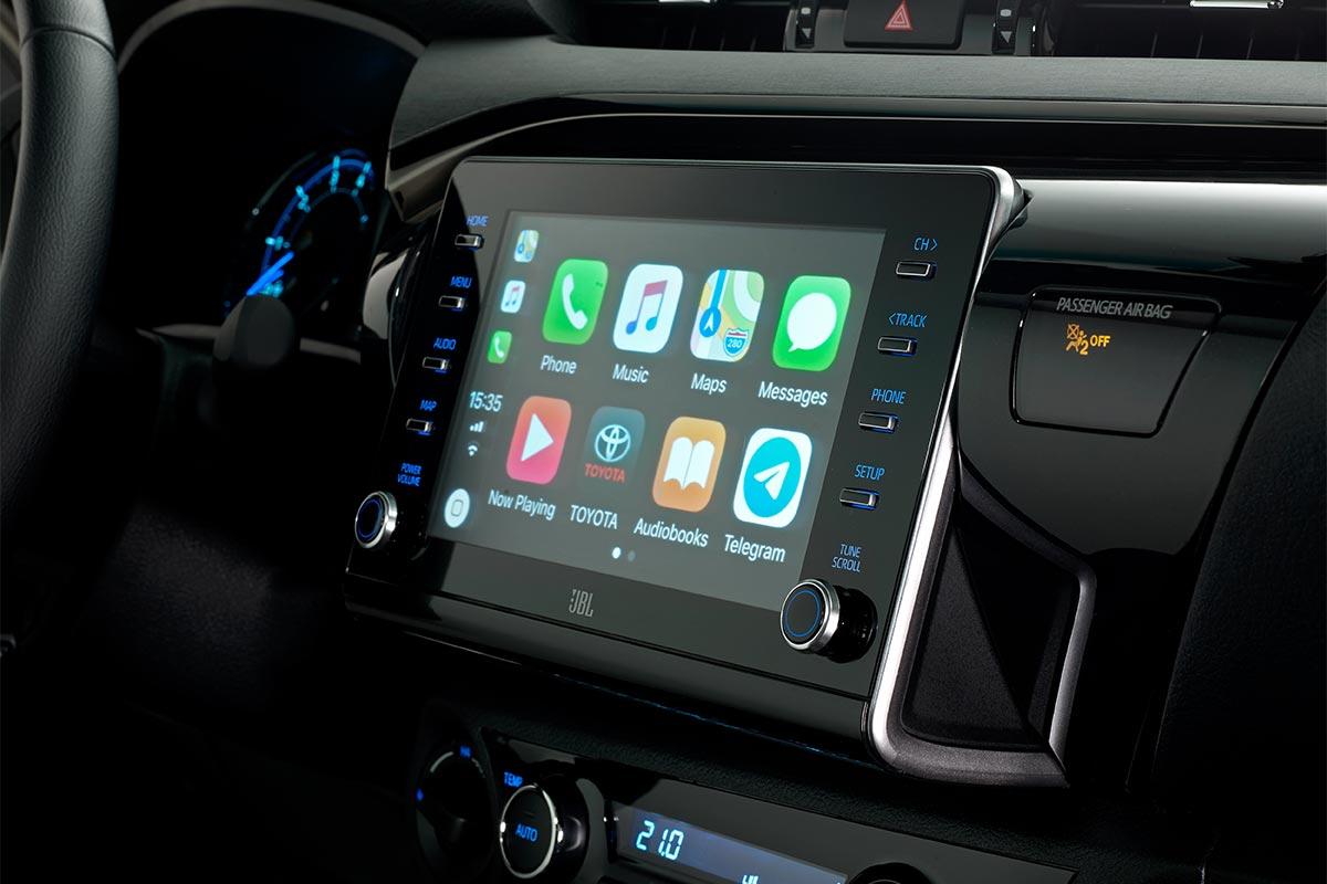 toyota-hilux-2021-interior-2-soymotor.jpg