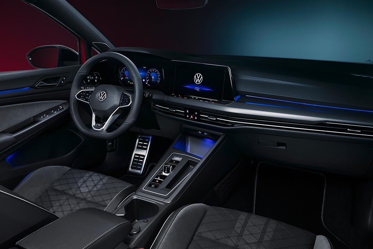 volkswagen-golf-variant-r-line-interior-soymotor.jpg