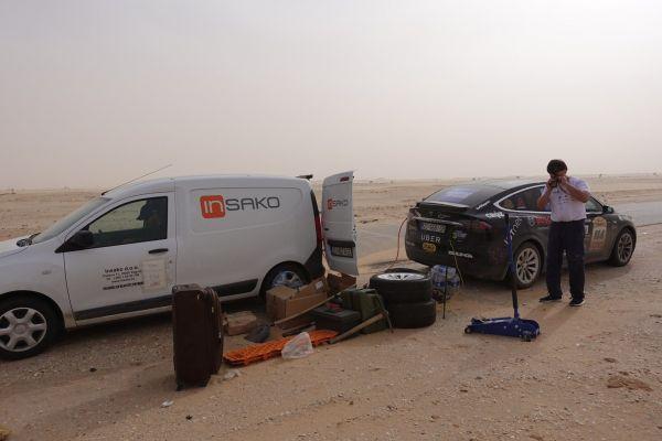 Tesla Model X en el Sáhara