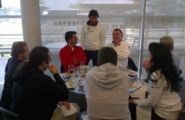 Alonso con la prensa española