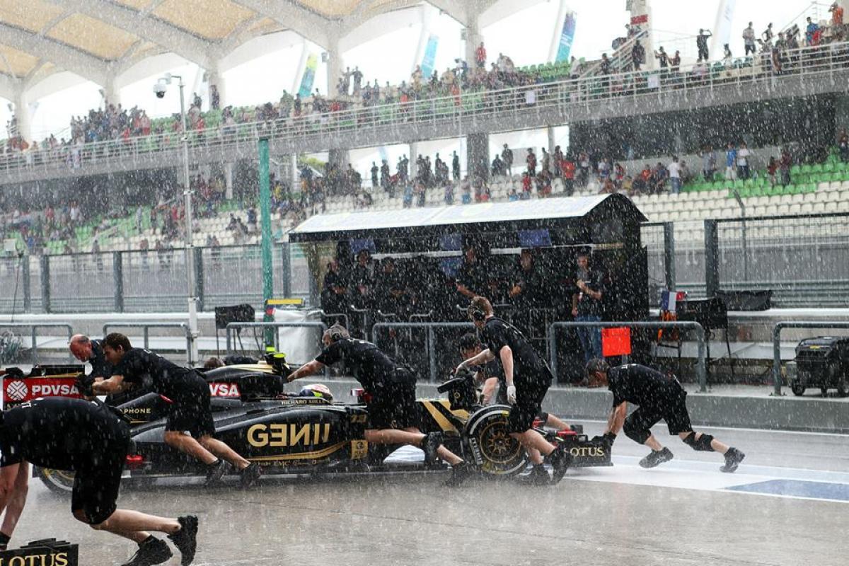 La lluvia en la Fórmula 1, una maravilla en peligro de extinción Lotus-maldonado-malasia-laf1es