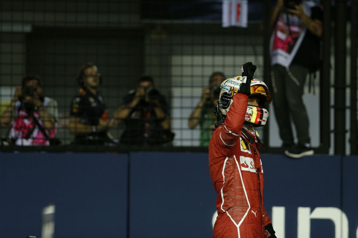 Vettel tras lograr la Pole en Singapur - SoyMotor.com